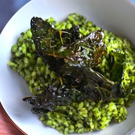 Easy, creamy Kale Risotto recipe with Kale Chips | Stacie Billis