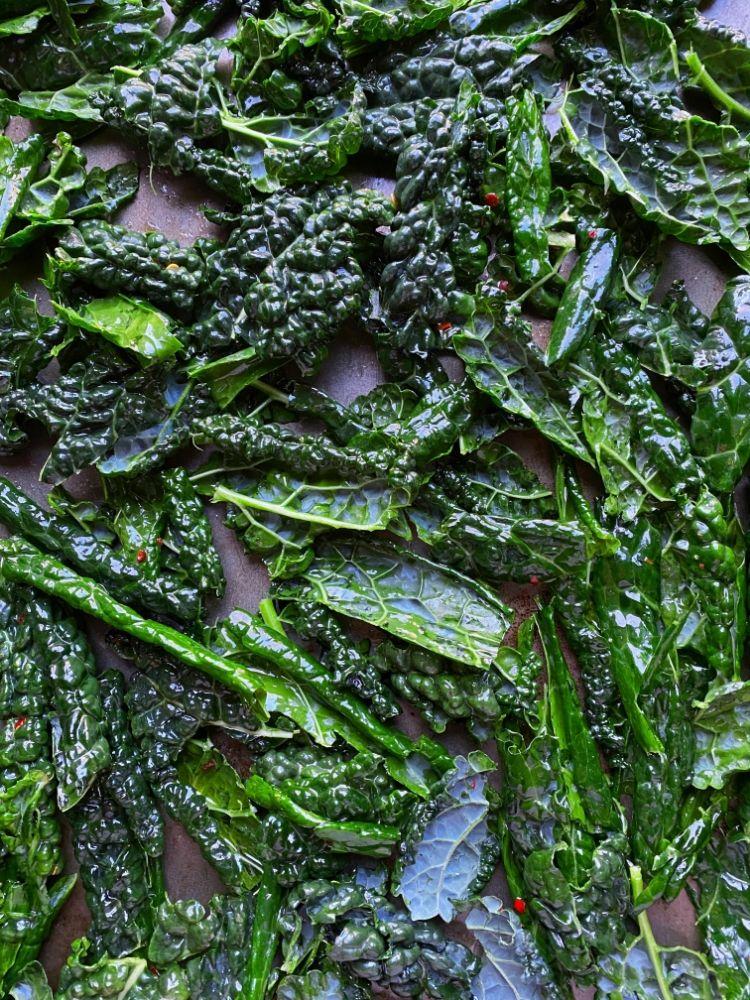 Easy Kale Chip recipe | Stacie Billis
