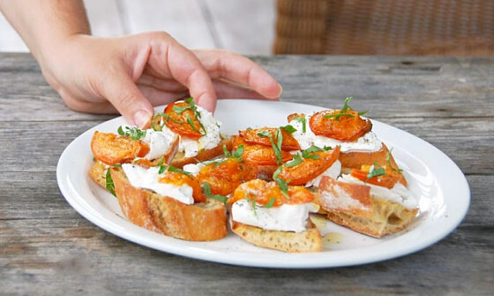 Roasted Apricot Crostini: the perfect summer bite! | Stacie Billis
