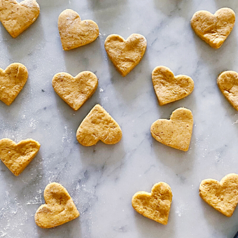Pumpkin-Flax-Peanut-Butter Dog Treats: a fun recipe for your pup that you can make with the kids! | Stacie Billis