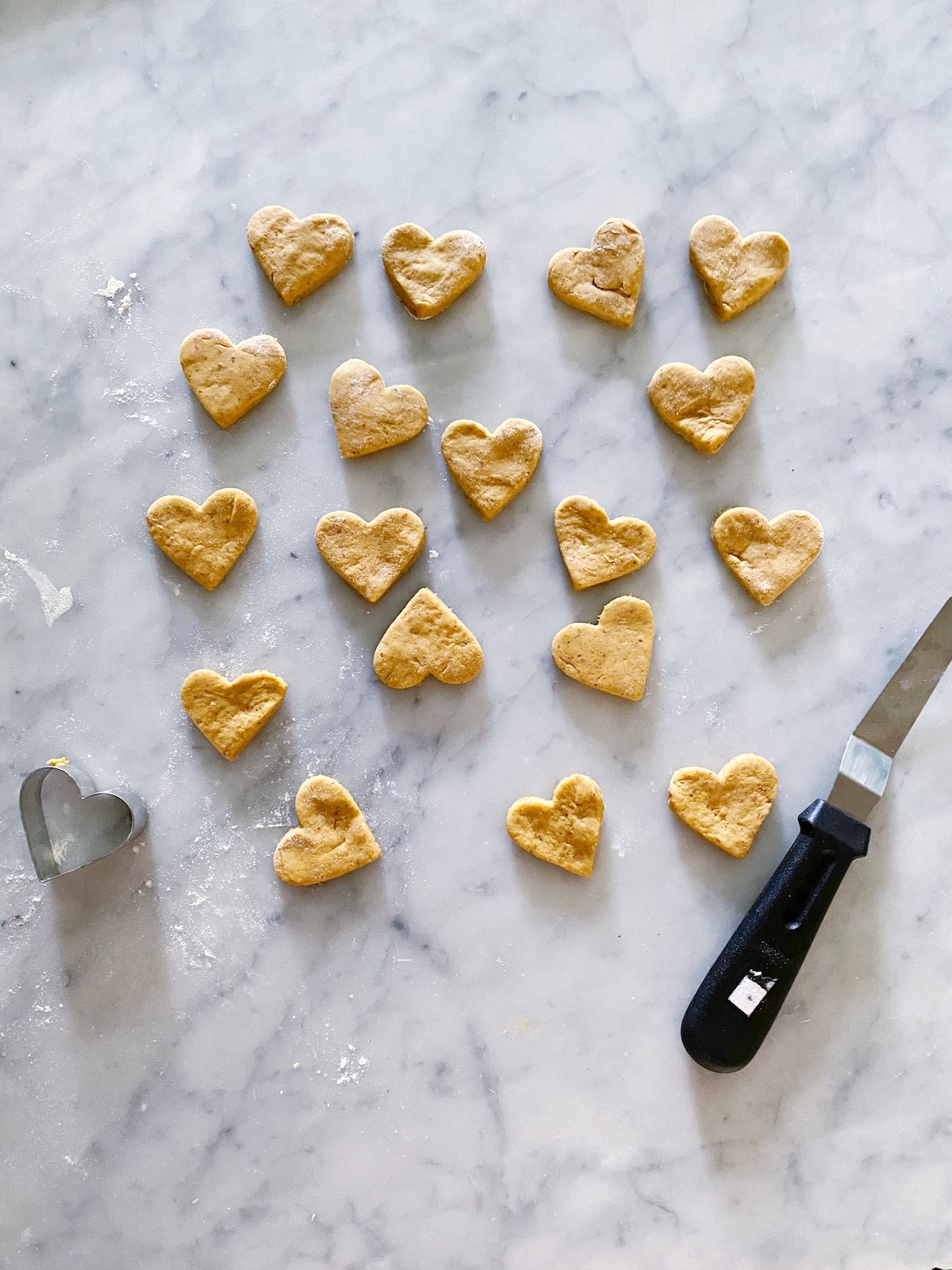Homemade Peanut Butter Dog Treats recipe: packed with peanut butter, pumpkin, and flax, these healthy treats are good for your pup and fun to make!